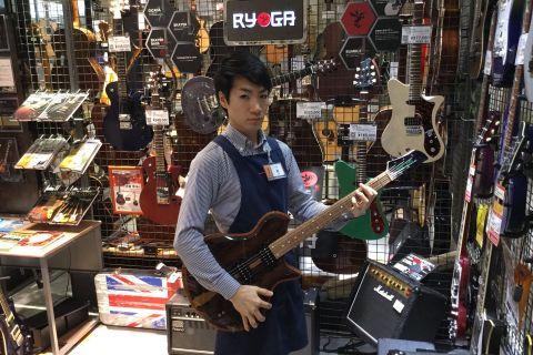 スタッフ写真ギターアドバイザー・エレキギター・エレキベース関