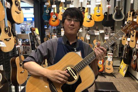 スタッフ写真アコースティックギター、エフェクター時枝