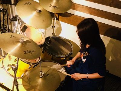 スタッフ写真ギター・ドラム中村