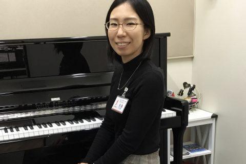 スタッフ写真ピアノインストラクター矢島