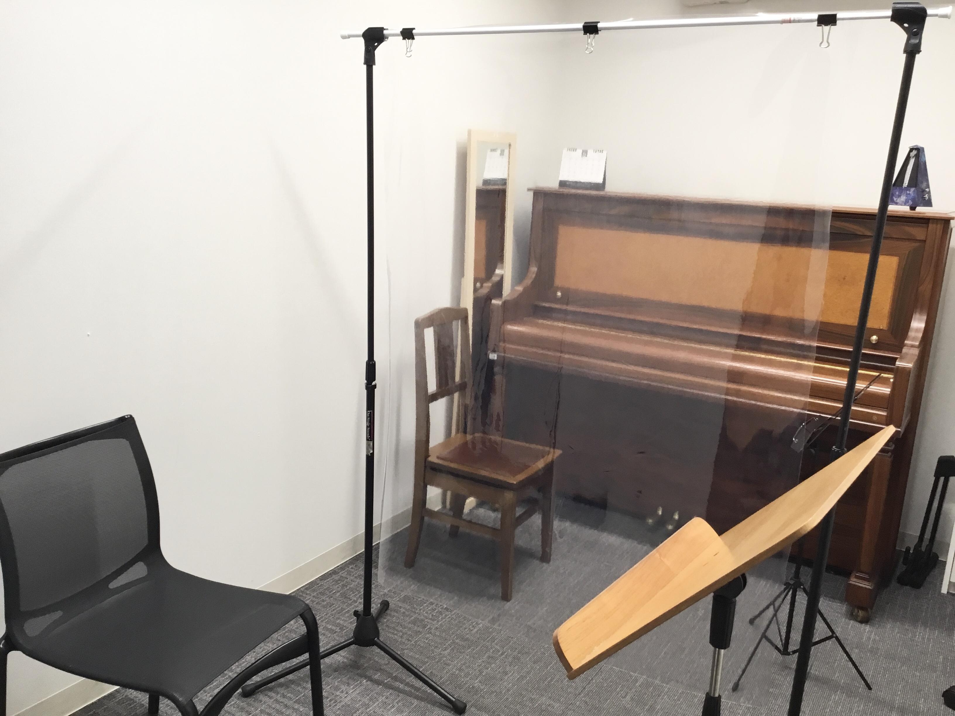 管楽器・ヴォーカル等ではビニールカーテンを設置しています