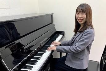 スタッフ写真ピアノインストラクター関