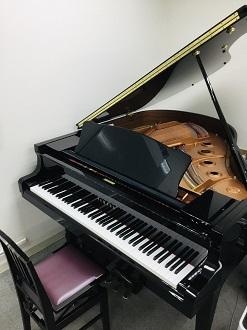 L部屋グランドピアノ