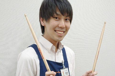 スタッフ写真副店長ギターアクセサリー稲垣