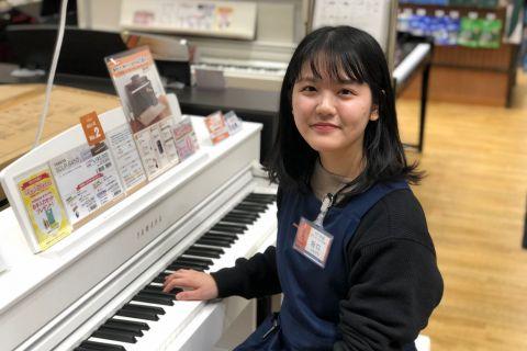 スタッフ写真ピアノインストラクター坂口