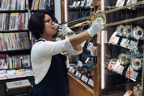 スタッフ写真管楽器アクセサリー / 教育楽器 担当白岩