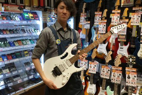 スタッフ写真エフェクター、店頭ギターメンテナンス寺田