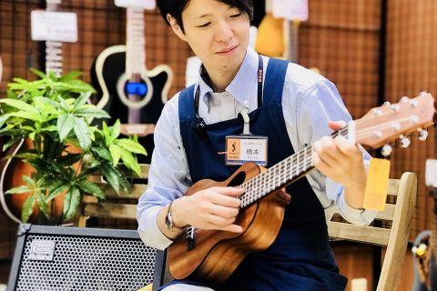 スタッフ写真アコースティックギター橋本
