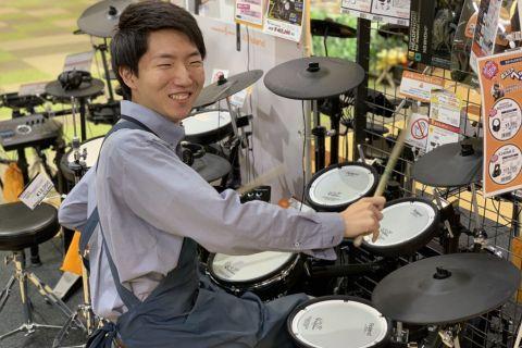 スタッフ写真ドラム加賀