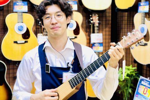 スタッフ写真アコースティックギター・ギターアクセサリー・アンプ志賀