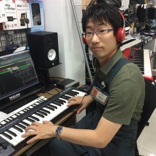 スタッフ写真DAW周辺機器,PA機器,ドラム,楽譜,音楽教室担当田口