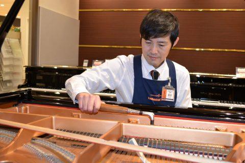 スタッフ写真<ピアノ調律担当>飯田