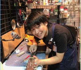 スタッフ写真ギターベースリペア早川