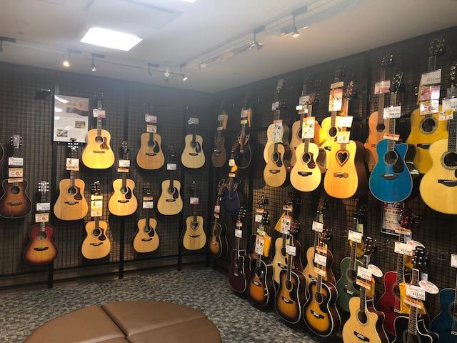 島村楽器ミ・ナーラ奈良店 アコースティックギター売り場