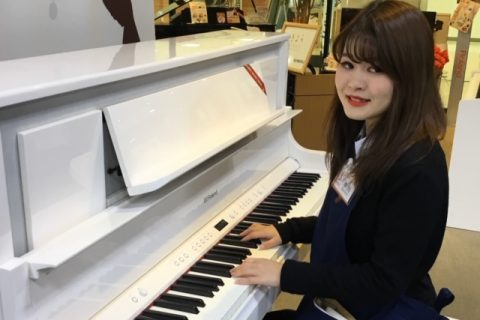 スタッフ写真電子ピアノ中川