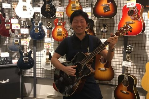 スタッフ写真副店長・ギター・ドラム黒澤
