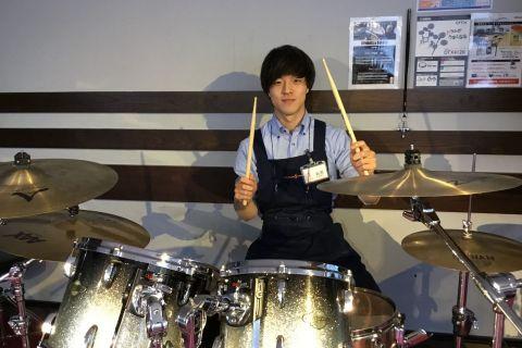 スタッフ写真ドラム、管楽器担当岩原 圭吾