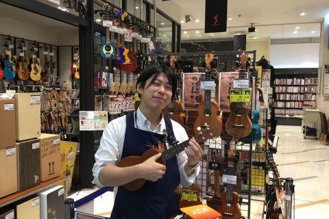 スタッフ写真ピアノ・ギター小崎
