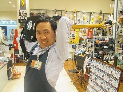 スタッフ写真店長、アコースティックギター中嶋敬太
