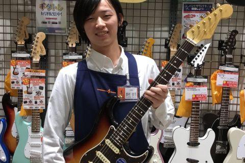 スタッフ写真ギターアクセサリー西村泰我