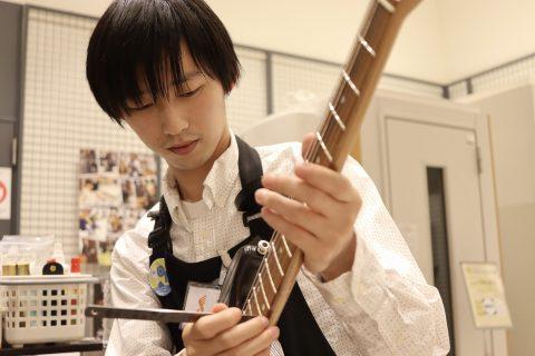 スタッフ写真ギター、ベース、ギターアドバイザー西村 泰我