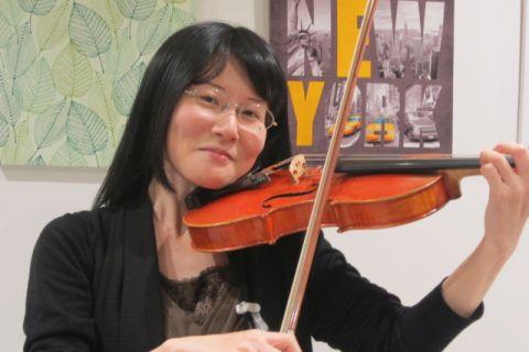 スタッフ写真バイオリンインストラクター西尾