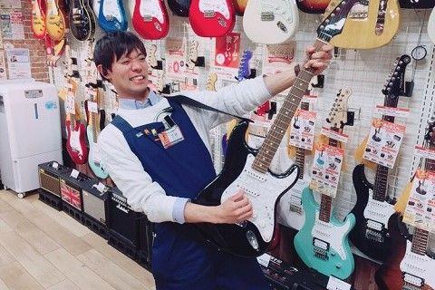 スタッフ写真アコースティックギター・ウクレレ・PA三枝