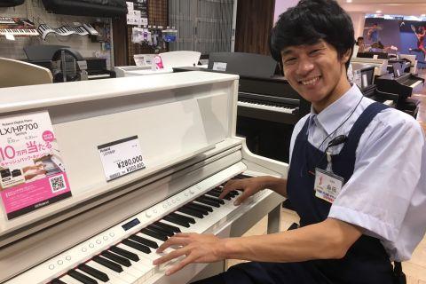 スタッフ写真アコースティックギター・シンセサイザー・DTM・デジタル機材・ピアノ森田