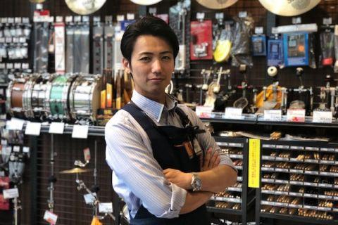 スタッフ写真店長・ピアノ・ドラム・バイオリン藤井