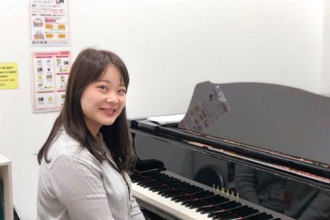 スタッフ写真ピアノサロンインストラクター田原