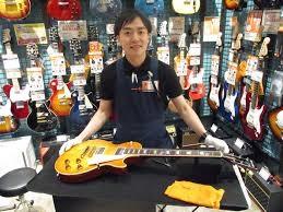 スタッフ写真ギター全般・ウクレレ・アンプ・エフェクター上田