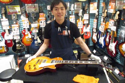 スタッフ写真ギターアドバイザー・エレキベース・ウクレレ・アンプ・エフェクター上田