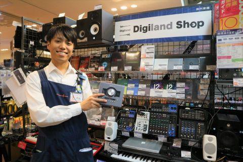 スタッフ写真デジタル楽器戸松