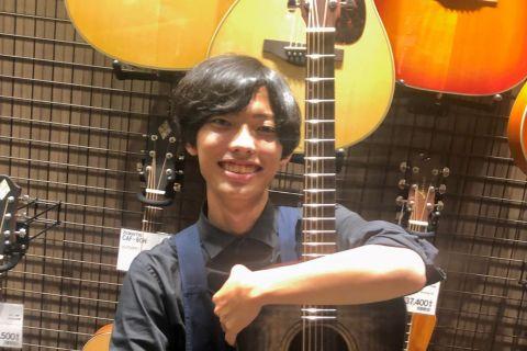 スタッフ写真アコースティックギター、ウクレレ小渡