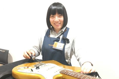 スタッフ写真アコースティックギター、ウクレレ、ギターパーツ近藤
