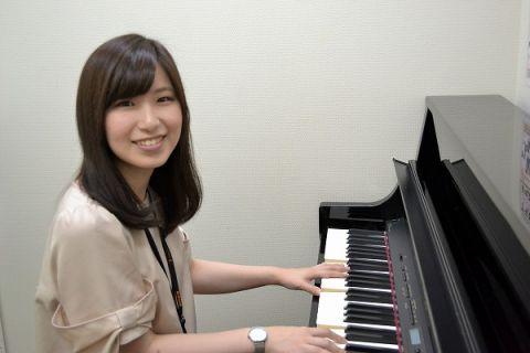 スタッフ写真大人の為の予約制レッスン「ピアノサロン」武藤