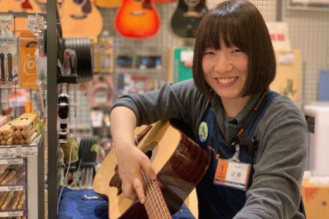 スタッフ写真ギターアドバイザー/アコースティックギター/教育楽器近藤