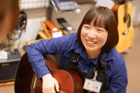 スタッフ写真<ギターアドバイザー>アコースティックギター・ウクレレ・教育楽器近藤