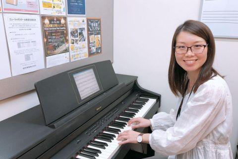 スタッフ写真ピアノサロンインストラクター伊藤