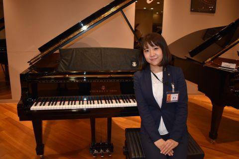 スタッフ写真副店長(アコースティックピアノ・音楽教室)菱本