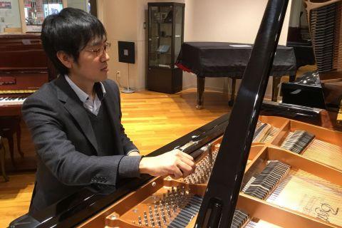 スタッフ写真ピアノ調律師山本