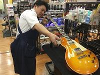 スタッフ写真副店長 ギター・ウクレレ・エフェクター・弦久米