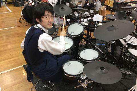 スタッフ写真ベース・ドラム村田