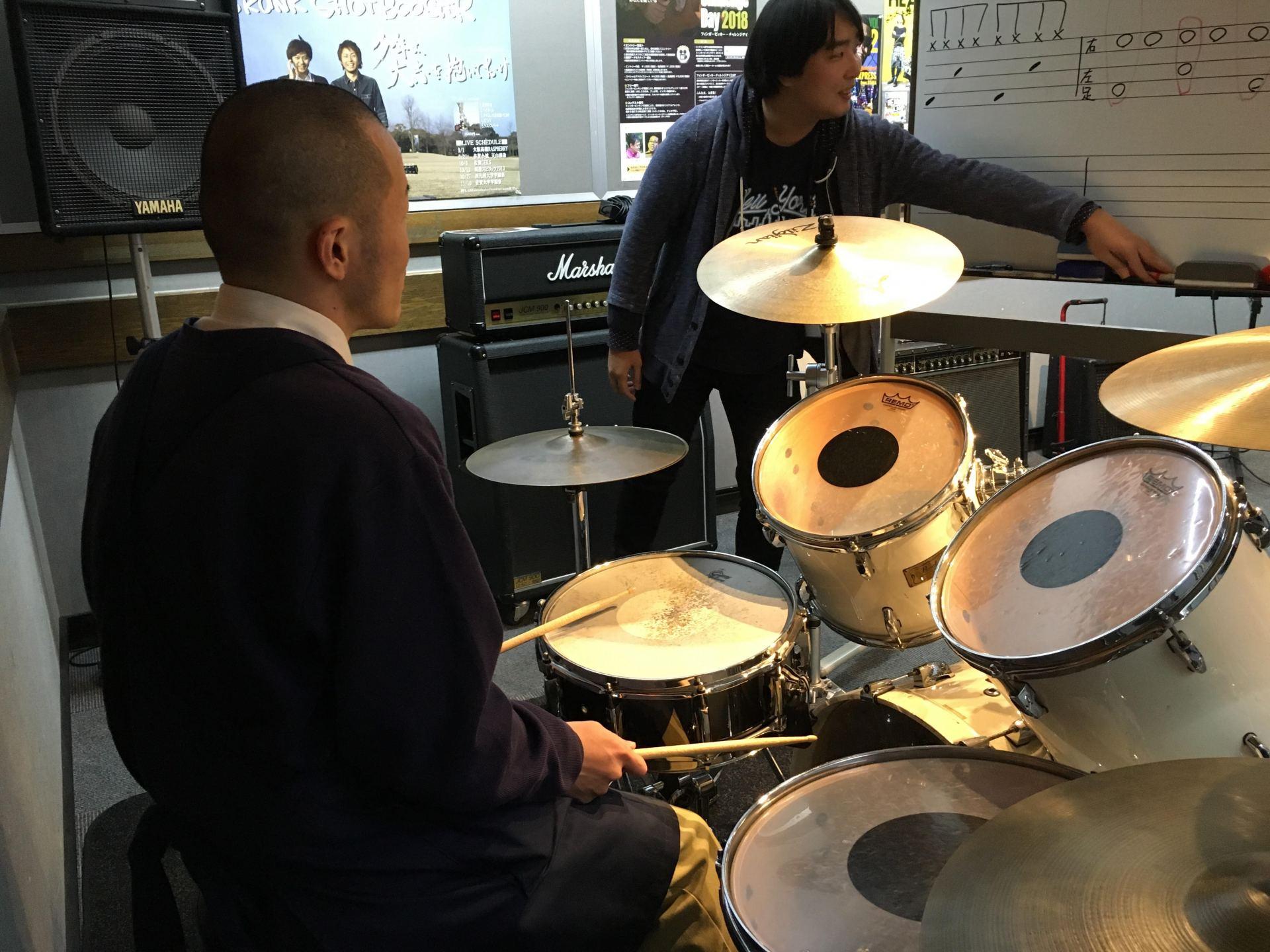 ドラム体験レッスン風景