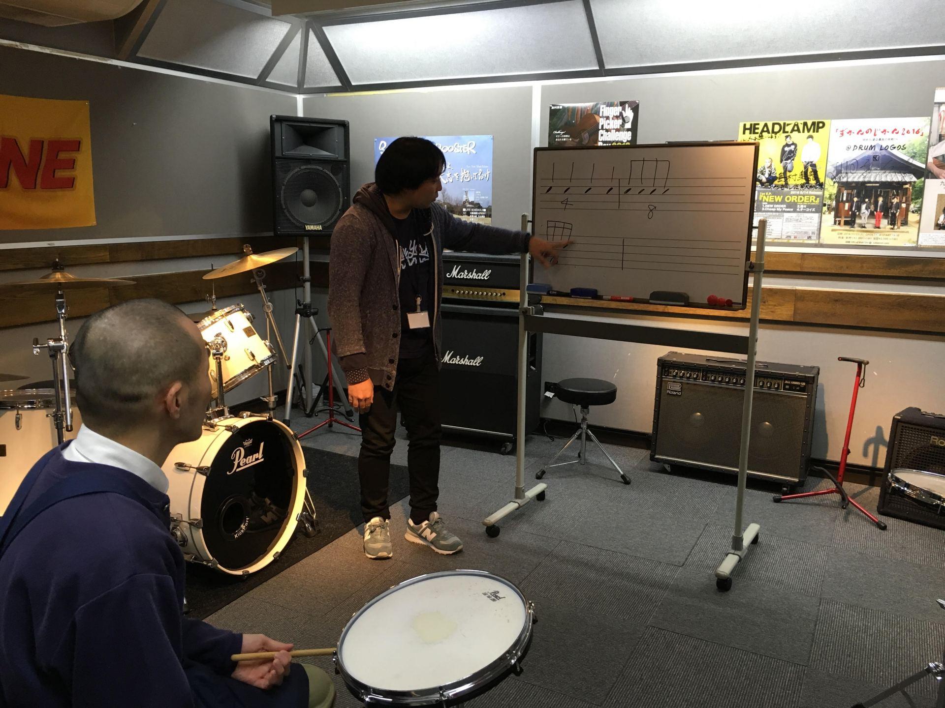 ドラム体験レッスン風景3