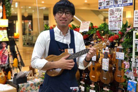 スタッフ写真ウクレレ/楽譜/ギターアクセサリー担当松本