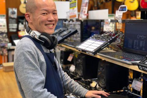 スタッフ写真DJ/シンセサイザー/DTM関連担当大渕