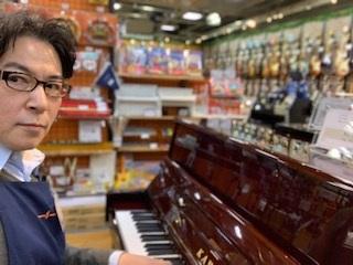 スタッフ写真ピアノ担当深川