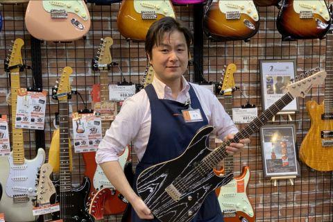 スタッフ写真副店長・ギターシニアアドバイザー瀧本