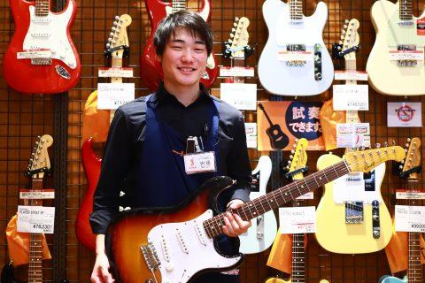 スタッフ写真ギターアクセ内藤